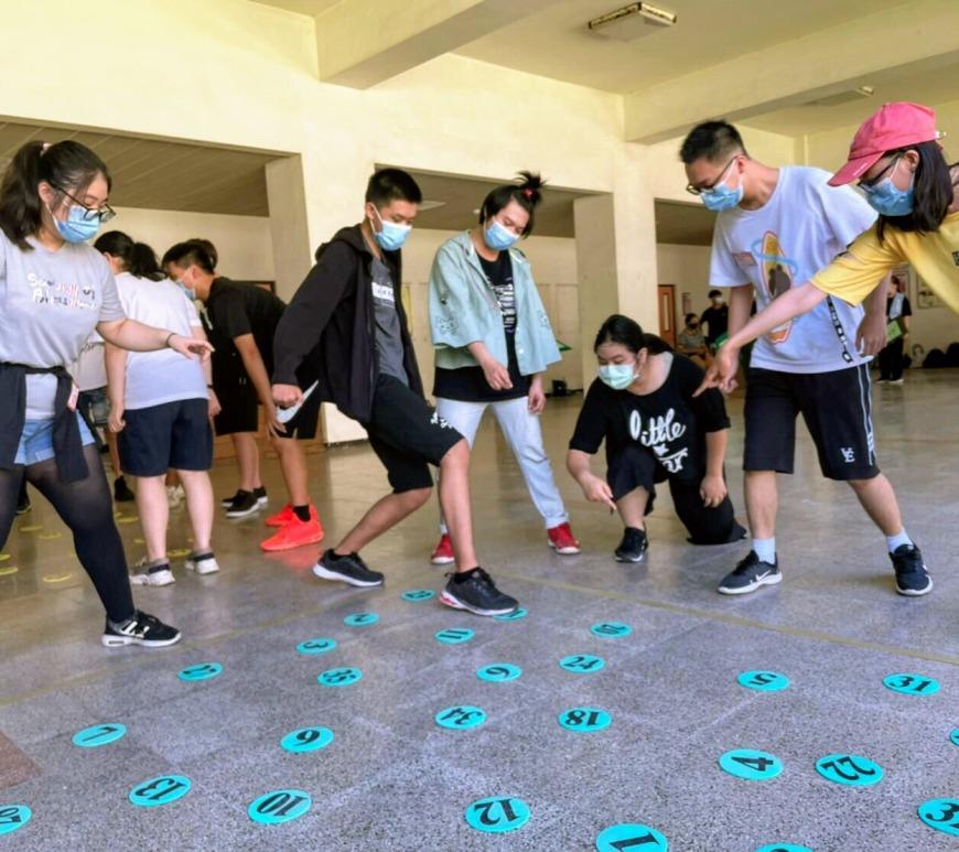 聖約翰科技大學舉辦三天兩夜的「約翰人鍛造營」,透過多彩多姿的活動,讓大學新鮮人奠下學誼的基石。