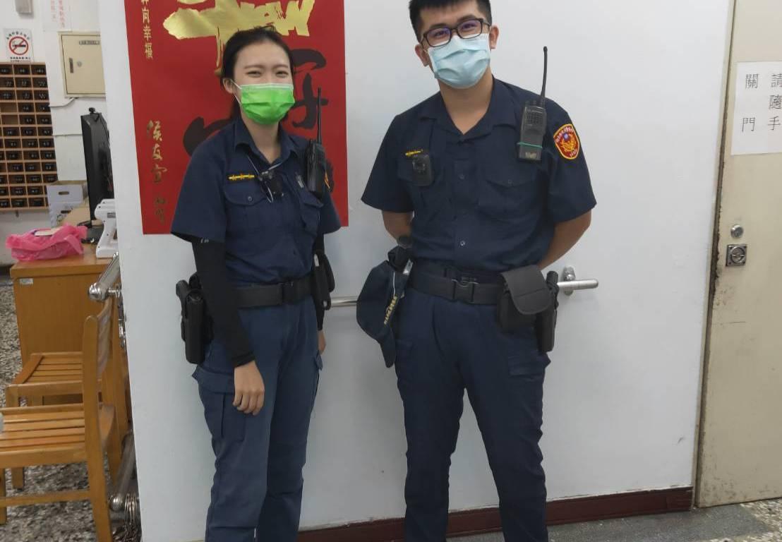 警員儲瑾雯(左)、警員劉兆棋(右)。